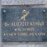 Spominska plošča na grobu Kuharjev pri cerkvi v Kotljah