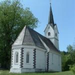 Cerkev stoji na nekdanjih okopih proti vpadom Turkov
