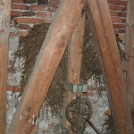 Gromozanska gnezda v zvoniku so očistili mladi skupaj s katoliškimi skavtskimi voditelji