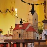 Maketa se je med blagoslovom fasade prestavila pred oltar