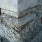 Zamenjale so se tudi dotrajane kamnite odkapne police na stebrih prezbiterija in se uredile s sanirno malto